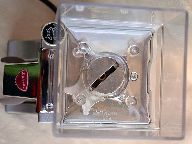 eureka mignon kávédaráló bemutató babtartály lezáró lemez