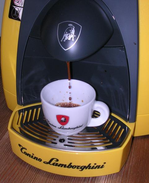 lamborghini opera kávégép csapolás