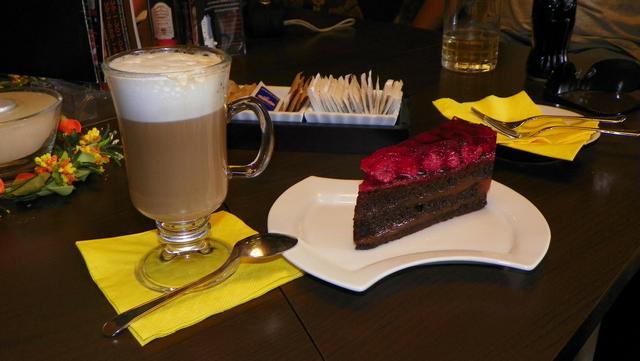 caffé carraro balatonalmádi kávé süti