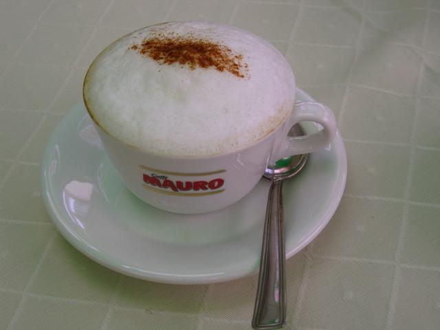 külvárosi kávéház kapucsínó