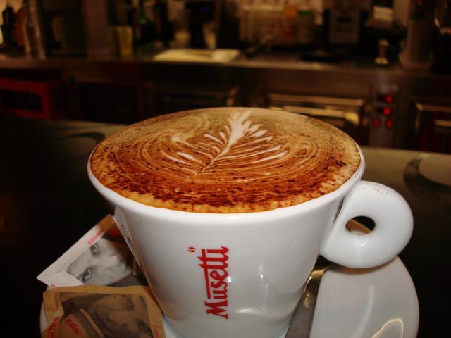 szamila musetti kávézó westend kapucsínó