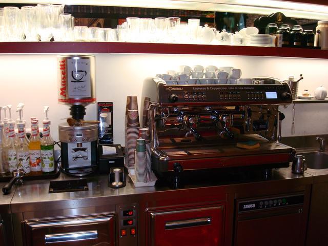 szamila musetti kávézó westend kávégép