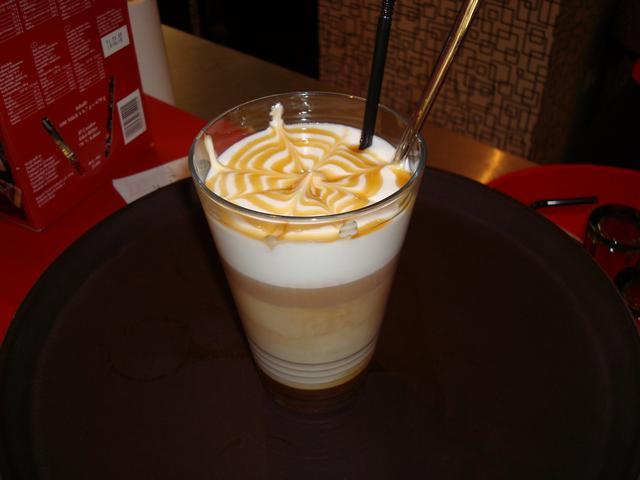 szamila musetti kávézó westend latte