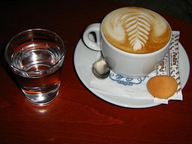 uránia kávéház kapucsínó