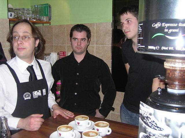 8gramm amatőr latte art verseny értékelésre várva