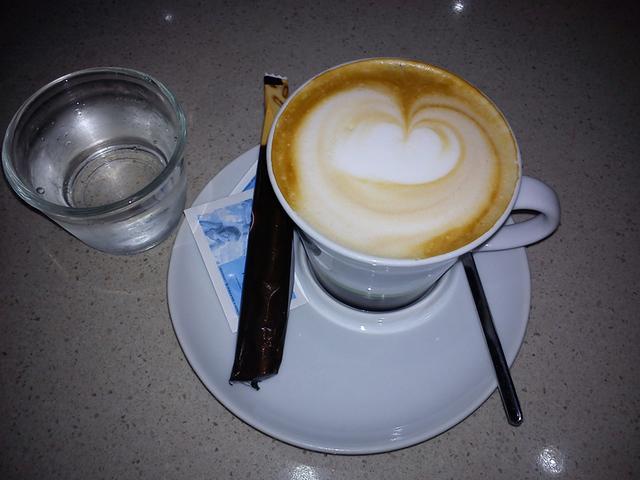 bookcafe kecskemét kávézóteszt kapucsínó