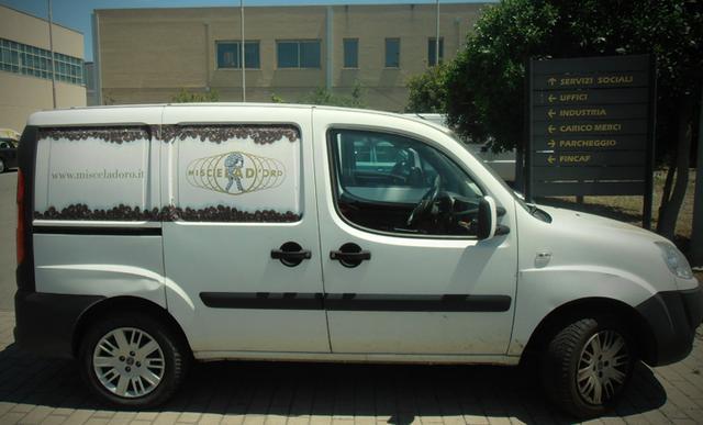miscela d'oro kávépörkölő autó