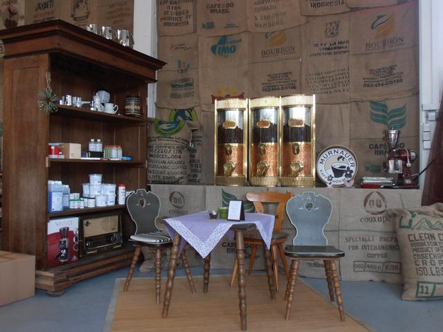 kávépörkölő murnau dizájn