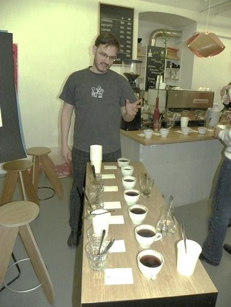 cupping a printa kávézóban