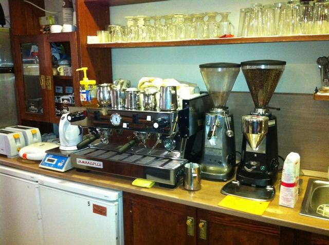 csészényi kávézó budapest kávégép