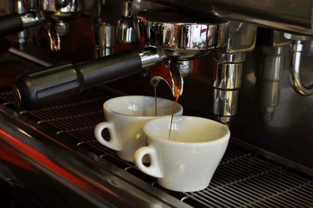 tamp & pull kávézó kávé lefolyás