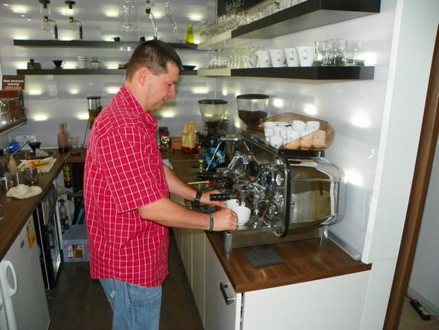 barista tanfolyam a kávé házában kávé készítés