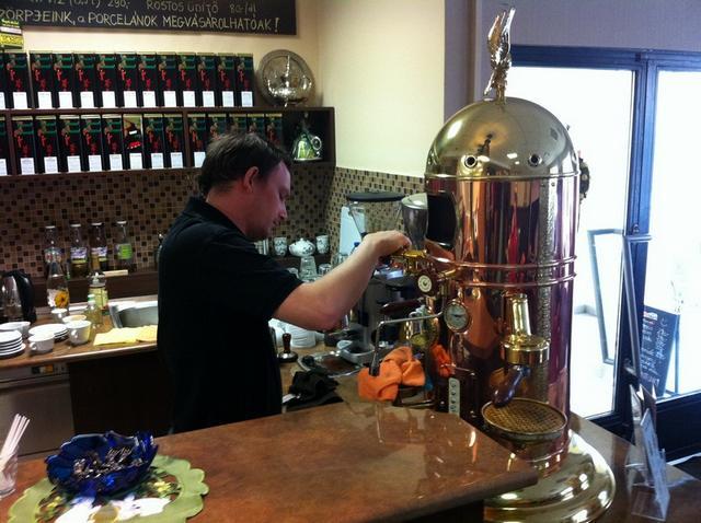 molinari kávézó teszt luigi az elektra kávégéppel