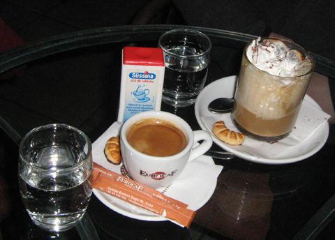otthon kávézó eszpresszó és kapucsínó