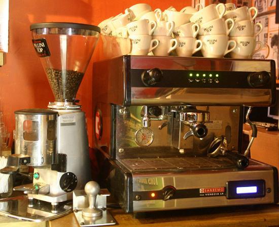 kávészünet kávézó kávégép és kávédaráló
