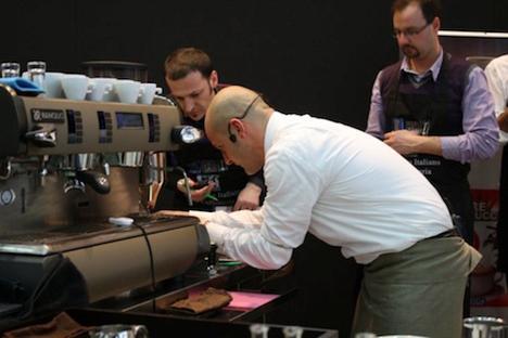 Francesco Sanapo barista verseny közben