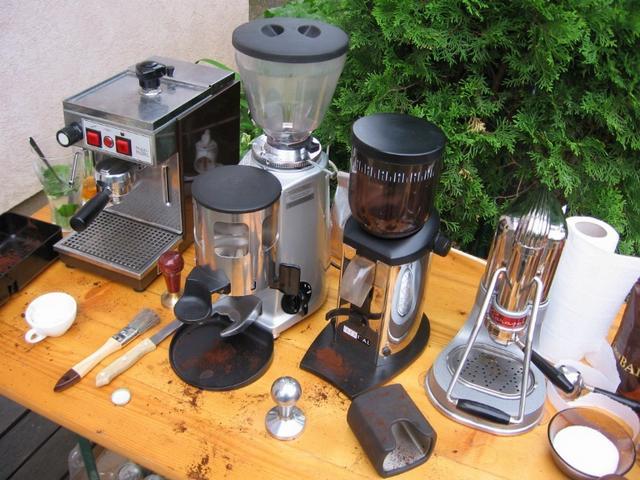 kávékorzó buli paljocnál kávégépek