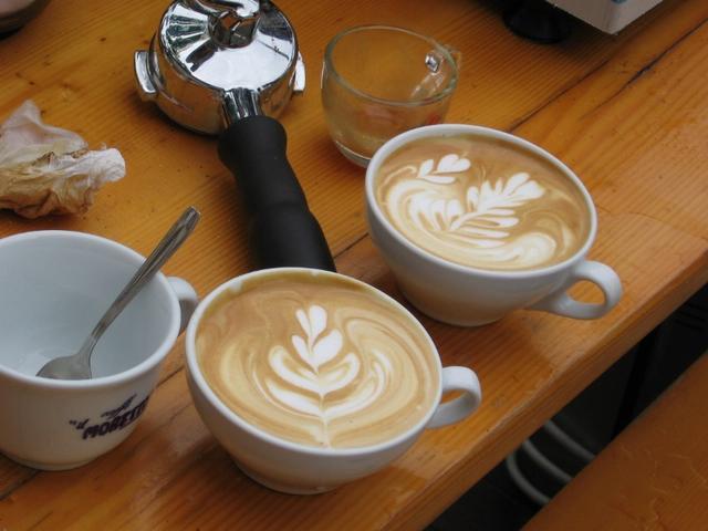 kávékorzó buli paljocnál latte art