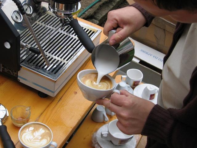 kávékorzó buli paljocnál luigi