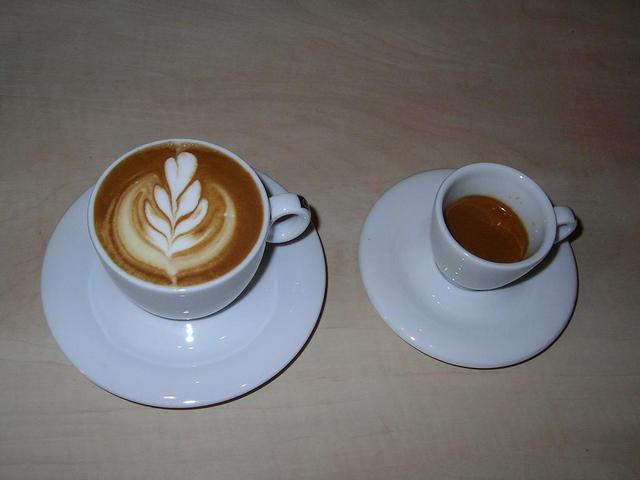 caffe' costadoro szemeskávé teszt kapucsínó