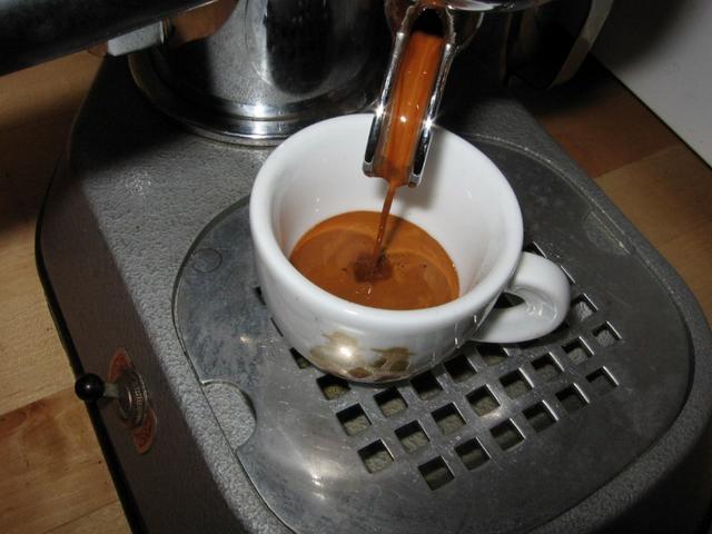 lazzarin espresso light szemeskávé csapolás pavoni