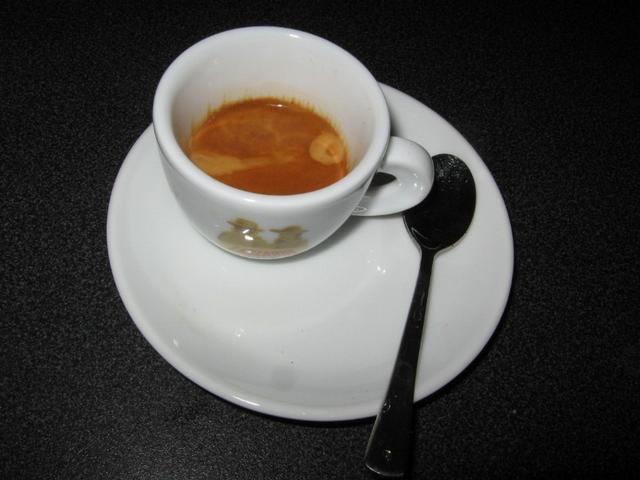 lazzarin gusto forte szemeskávé csésze