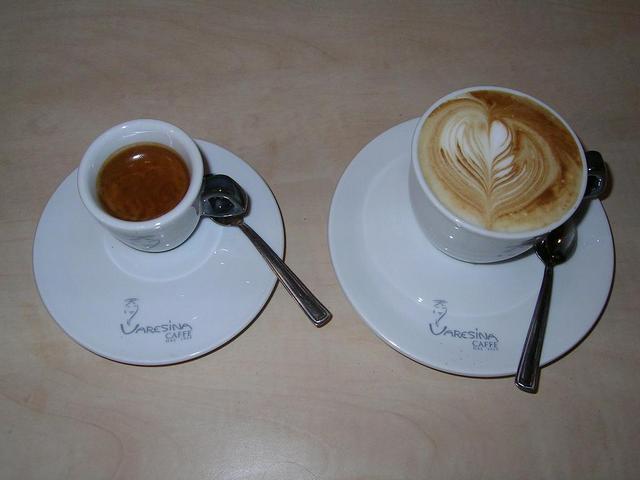 varesina platta kávé eszpresszó és kapucsínó